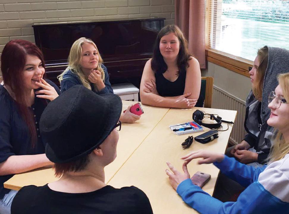 Erilaiset ryhmätyöt ovat tärkeä osa opiston kursseja. Kuva: Ulla Huhtilainen