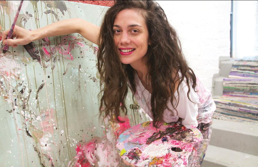 Boscon maalaukset ovat pääosin riemukkaan abstraktia värien leikkiä, mutta mukaan mahtuu myös esittävää kuvaa.