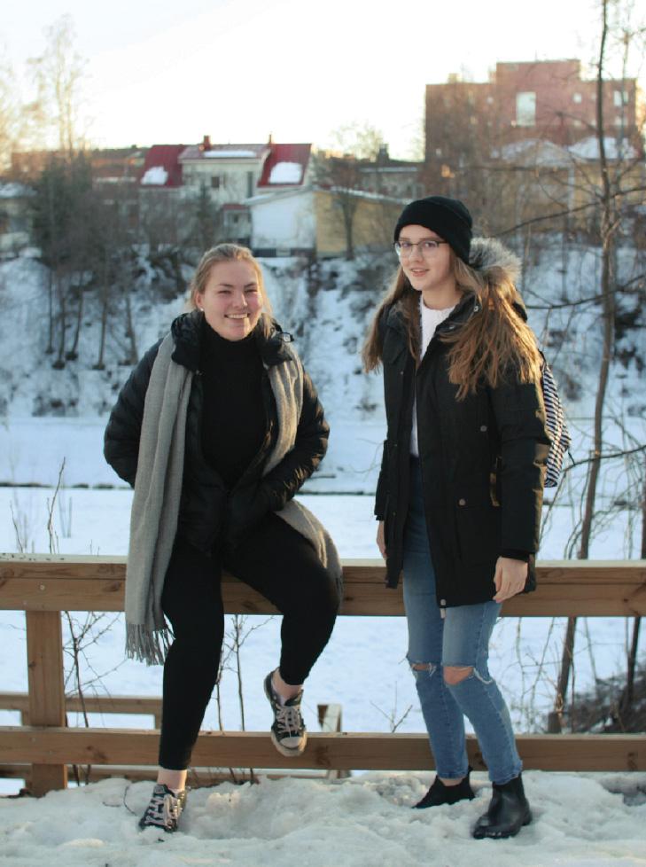 Kuva: Wiivi-Maria Kasanen (oik.) ja Milla Konttinen tietävät, mitä heistä tulee isona. Konttinen on pienestä pitäen halunnut eläinlääkäriksi. Kasasesta on tuleva poliitikko.